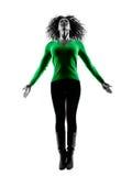 Lokalisiertes Springen der Frau Schattenbild glücklich Lizenzfreie Stockfotografie