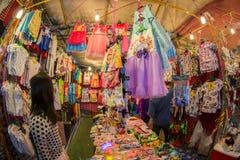 Lokalkläder på försäljning Arkivbild