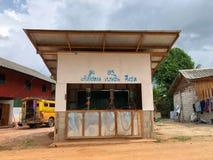 Lokalna benzynowej staci sprzedaży benzyna i olej napędowy w wsi Obraz Royalty Free