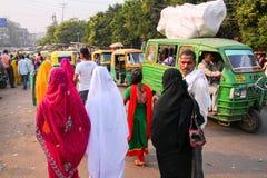 Lokalni ludzie chodzi przy Kinari bazarem w Agra, Uttar Pradesh, Wewnątrz Zdjęcia Stock