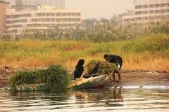 Lokalni ludzie dostaje w łódź na Nil rzece, Luxor Zdjęcie Royalty Free