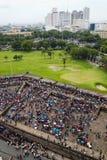 Lokalni ludzie gromadzenia się przy bastionem Intramuros ściana Manila, Filipiny (,) obrazy royalty free