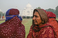 Lokalni ludzie Odwiedza pałac Taj Mahal Obraz Stock