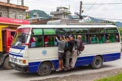 Lokalny autobus na ulicie Pokhara, Nepal Obraz Stock