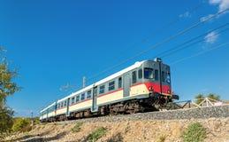 Lokalny pociąg przy doliną świątynie - Agrigento, południowy Sicily Obrazy Stock
