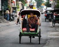 Lokalny trishaw jeżdżenie przez Yogyjakarta Obraz Stock