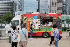 lokalny uliczny foods bubel przy karmowymi ciężarówkami zdjęcia royalty free