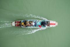 Lokalt fartyg på den Songkalia floden Sangklaburi Thailand Royaltyfri Foto