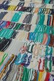 Lokalt handgjord halsband med färgrika pärlor Arkivbild