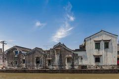 Lokalt hus vid kanalen i Suzhou Royaltyfri Fotografi