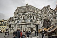 Lokalt liv i Piazza del Duomo, Florence Arkivbilder