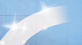 Lokalvårdbegreppsbana på smutsiga blåa tegelplattor för en vägg arkivfoton