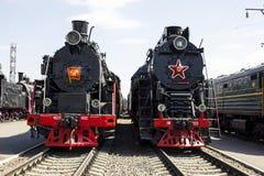 Lokomotiv FD20-1562 och lokomotiv LV-0333 i museum av historia järnväg norr Kaukasus Arkivbild