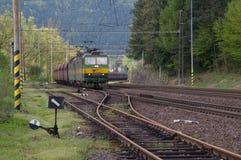 Lokomotiv med DC-strömförsörjning för 3000 V royaltyfria bilder
