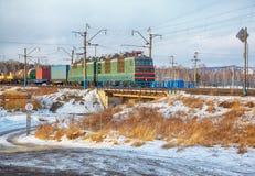 Lokomotiv på denSiberian järnvägen royaltyfri fotografi