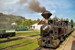 Lokomotiv på drevstationen i Cierny Balog Ciernohronska järnväg Gammalt drev för ånga rörlig ånga för motor royaltyfri bild