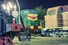 Lokomotiv på stationen royaltyfri foto