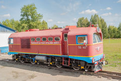 Lokomotiv Tu2-143 på barnjärnväg Ryssland Fotografering för Bildbyråer