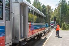 Lokomotiv TU10-011 på barns järnväg. Ryssland Royaltyfri Bild