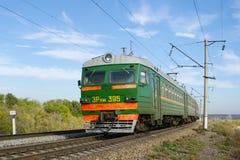 Lokomotive oder Maschine ist ein Schienenverkehrfahrzeug, das die Triebfahrzeuge für einen Zug zur Verfügung stellt stockfotografie