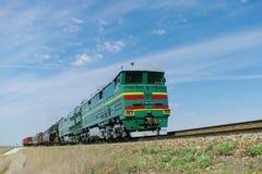 Lokomotive oder Maschine ist ein Schienenverkehrfahrzeug, das die Triebfahrzeuge für einen Zug zur Verfügung stellt lizenzfreie stockbilder