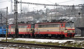 Lokomotive zur Station Lizenzfreie Stockbilder