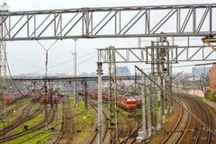 Lokomotiven auf Bahnstrecken, russische Eisenbahnen Lizenzfreie Stockfotos