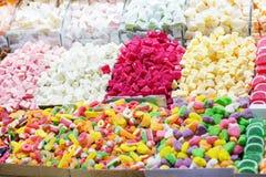 Lokum colorido del placer de los dulces turcos en magnífico Fotografía de archivo