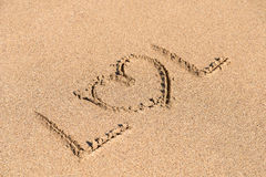 LOL With Heart Sign Written na areia Foto de Stock Royalty Free