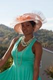Lola, de zuidelijke schoonheid met roze hoed en groene kleding stock afbeelding