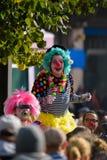 Loldiers van Odin-clowns bij de anti-racism verzameling in Helsinki, Finland stock afbeeldingen
