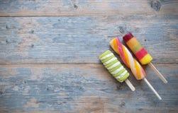 Lollies льда на деревянном backgroud Стоковое Фото
