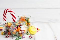 Lollipops και μίγμα καραμελών Στοκ Φωτογραφίες