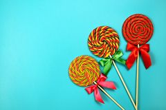 Lollipops στο μπλε υπόβαθρο Στοκ Φωτογραφίες