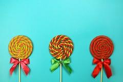 Lollipops στο μπλε υπόβαθρο Στοκ Εικόνα