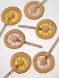 Lollipops de la galleta del caramelo y de la torta dulce Foto de archivo libre de regalías