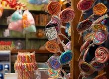 Lollypops bij Kerstmismarktkraam royalty-vrije stock foto's
