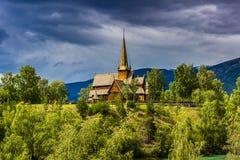 Lom ударяет церковь, Норвегию стоковые фотографии rf