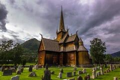 Lom ударяет церковь, Норвегию стоковое изображение rf