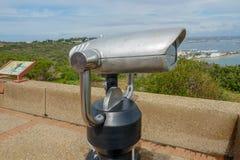 Оплаченный бинокулярный телескоп на подсказке полуострова Loma пункта в Сан-Диего, Калифорния, США стоковое изображение