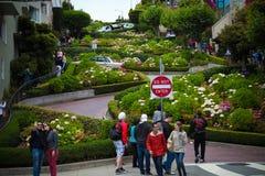 Lombard-Straße lizenzfreie stockfotos