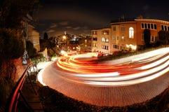 Lombard-Straße nachts Lizenzfreie Stockfotos