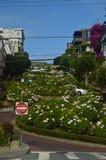 Lombard-Straßen-eindrucksvolle Ungleichheit von einer der Straßen von San Francisco Reise-Feiertage Arquitecture Lizenzfreies Stockfoto