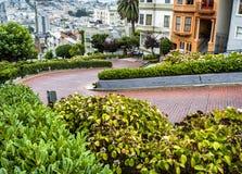Lombard Straat, als bochtige straat op 17 Augustus, 2017 wordt bekend - San Francisco, Californië, CA dat Royalty-vrije Stock Fotografie