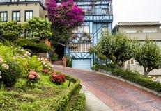 Lombard Straat, als bochtige straat op 17 Augustus, 2017 wordt bekend - San Francisco, Californië, CA dat Stock Fotografie