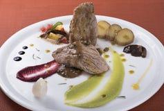 Lombinho com molho de pimenta, as batatas caçadas e dois puré vegetal diferente 2 Fotografia de Stock