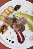 Lombinho com opinião diferente de molho de pimenta, das batatas caçadas e dois de puré vegetal 3top Imagens de Stock Royalty Free