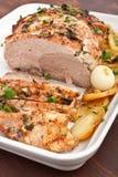 Lombo arrostito della carne di maiale con le patate fotografia stock libera da diritti