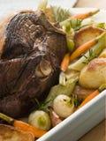 Lombo da carne de porco britânica do assado com crepitação Foto de Stock
