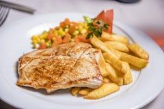 Lombo de carne de porco grelhado, prato lateral Fotografia de Stock Royalty Free